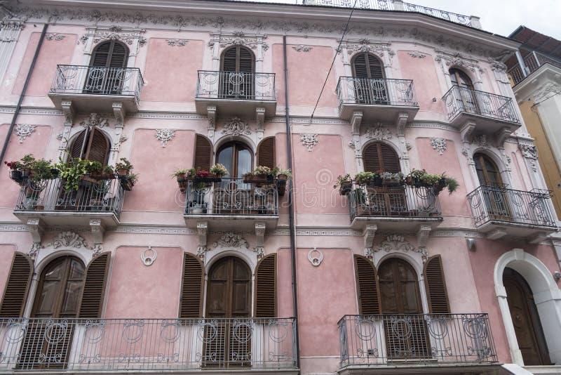 Pratola Peligna Abruzzen, Italien: historischer Palast lizenzfreie stockfotos