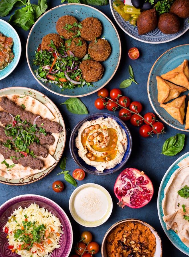 Pratos e meze árabes fotografia de stock royalty free