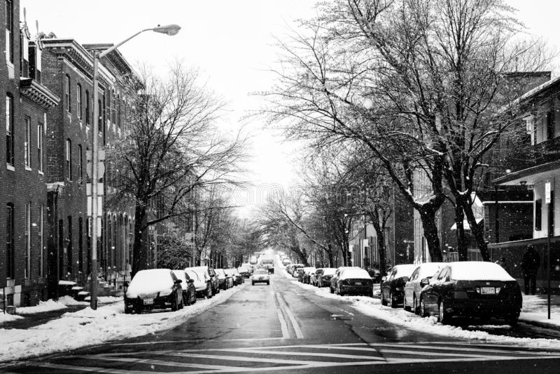 Pratt ulica w śniegu w Patterson parku, Baltimore, Maryland fotografia stock
