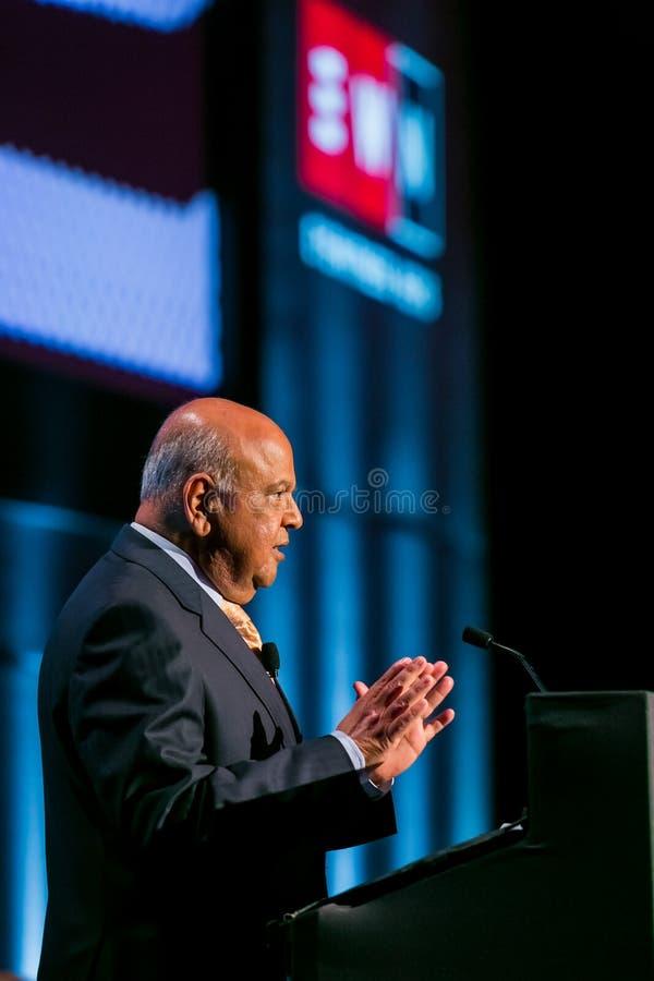 Pravin Gordhan före dettafinansministern av Sydafrika att tala royaltyfri foto