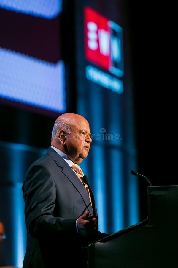 Pravin Gordhan före dettafinansministern av Sydafrika att tala arkivbilder