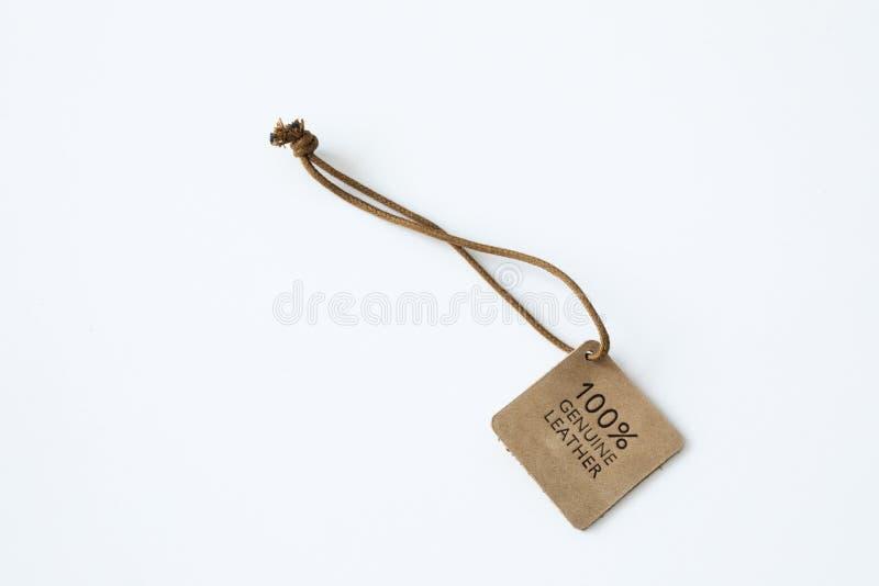 Prawdziwa brown rzemienna etykietka na białym tle zdjęcie stock