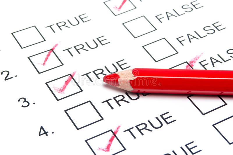 Prawdziwy Fałszywy test z czerwonym ołówkiem zdjęcie royalty free
