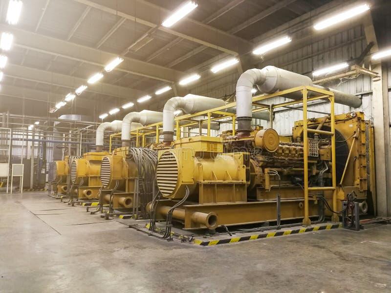Prawdziwy wielki elektryczny dieslowski generator w fabryce dla nagłego wypadku, obraz royalty free