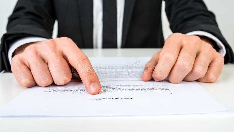 Prawnik wyjaśnia warunki obrazy stock