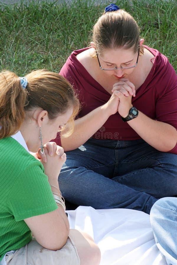 prayerful dwie nastolatki fotografia royalty free