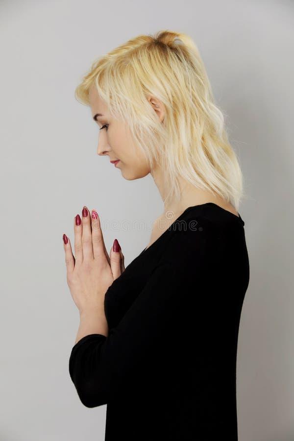 Praying ao senhor imagens de stock