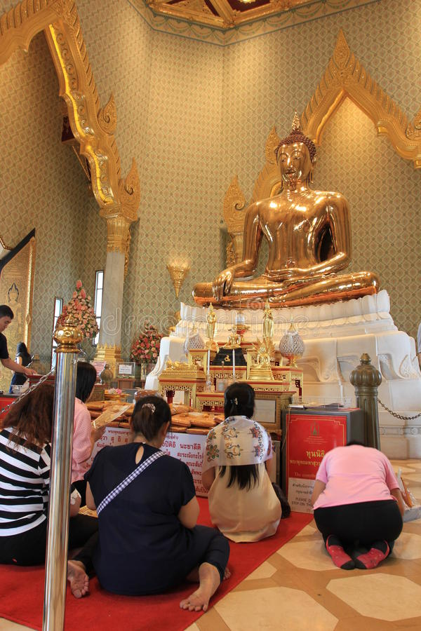 Praying at a chineese buddhist temple of Golden Buddha, Wat Traimit royalty free stock photography
