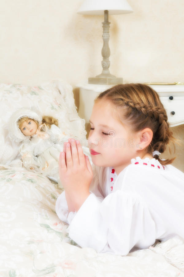 Praying da menina do vintage fotografia de stock