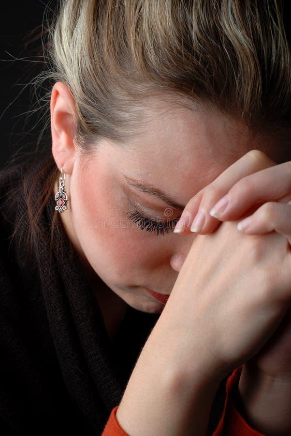 Praying da mulher fotografia de stock