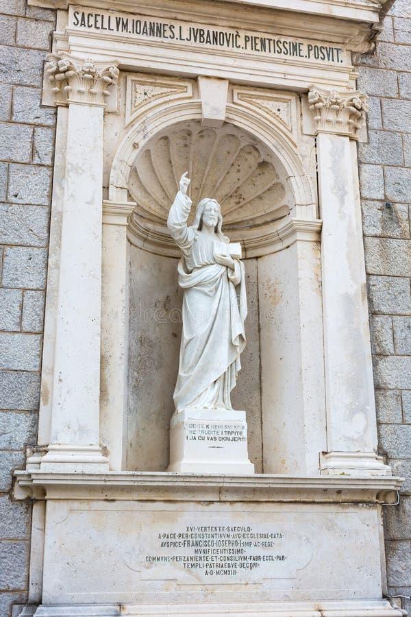 PRCANJ, MONTENEGRO - JUNI, 04: Katholieke Kerk stock afbeeldingen