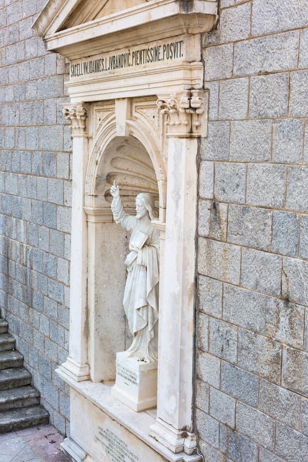 PRCANJ, MONTENEGRO - JUNI, 04: Katholieke Kerk stock fotografie