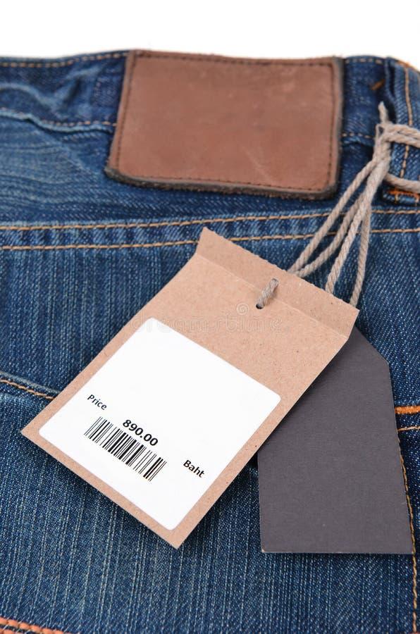 Preço com o código de barras em calças de brim fotos de stock royalty free