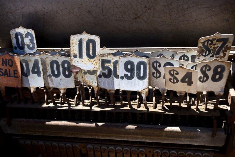 Preços da caixa registadora das antiguidades imagens de stock