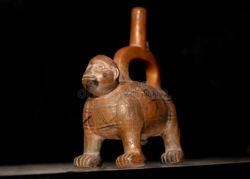 Pre de cerámica rojo del inca llamó 'Huacos de la cultura peruana precolombina fotografía de archivo libre de regalías