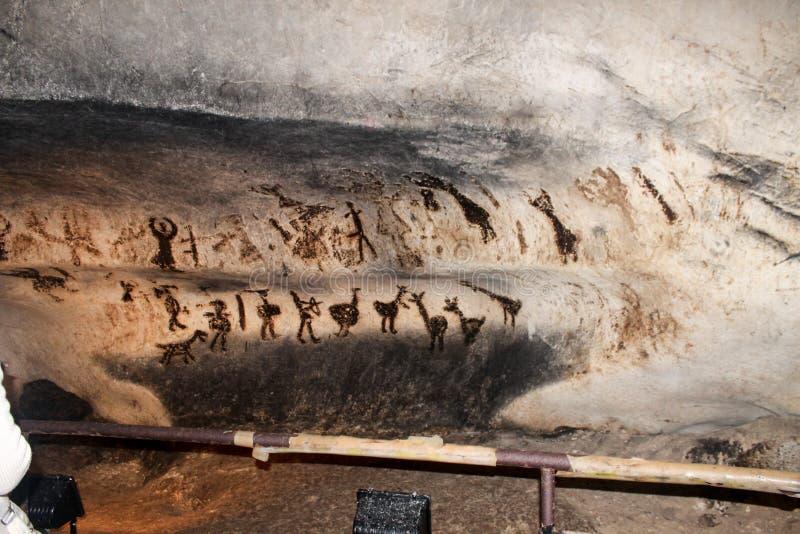 Pre-historiska handstilar i grottan Magura, Bulgarien arkivfoto