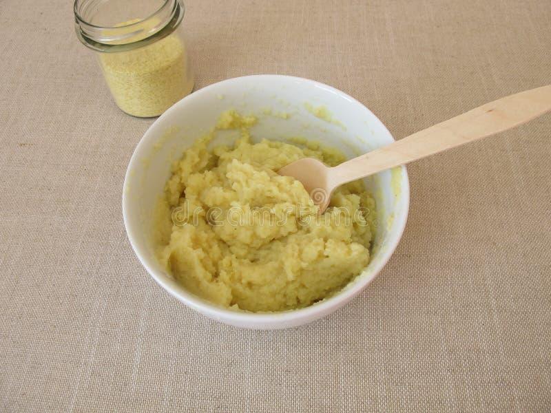 Pre-prepared onmiddellijke fijngestampte aardappels royalty-vrije stock afbeelding