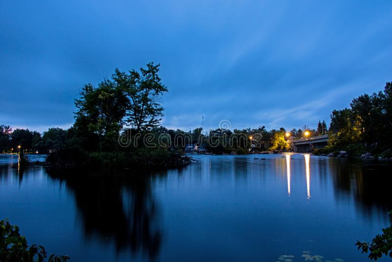 Pre-soluppgång plats på Buckhorn sjön royaltyfri foto