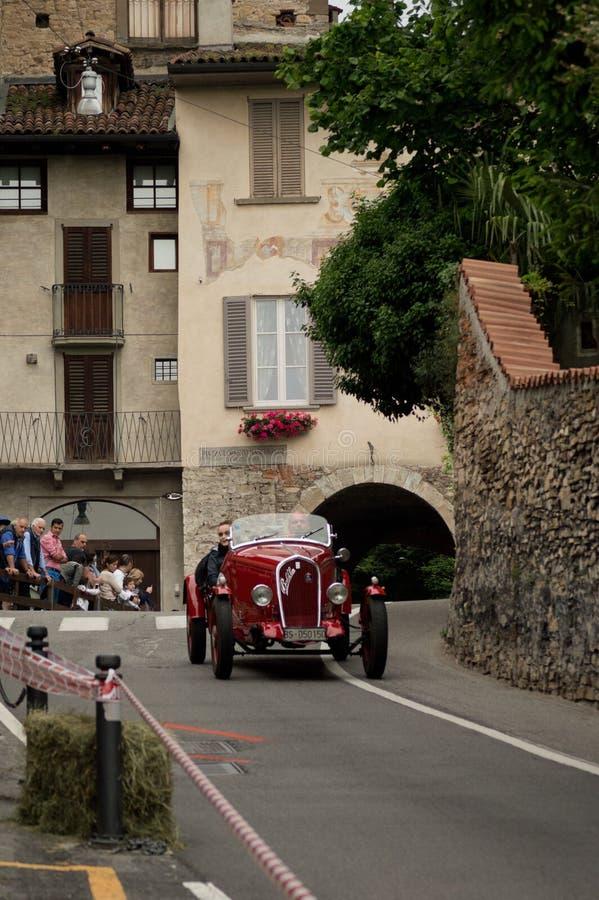 Pre wojenny samochód wyścigowy przy Bergamo Historyczny Uroczysty Prix 2015 obrazy royalty free