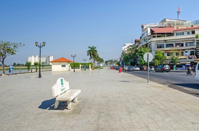 Preah Sisowath Quay, una passeggiata pubblica sulla banca del Meko immagine stock libera da diritti