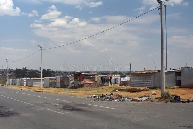 Precário em Soweto imagem de stock