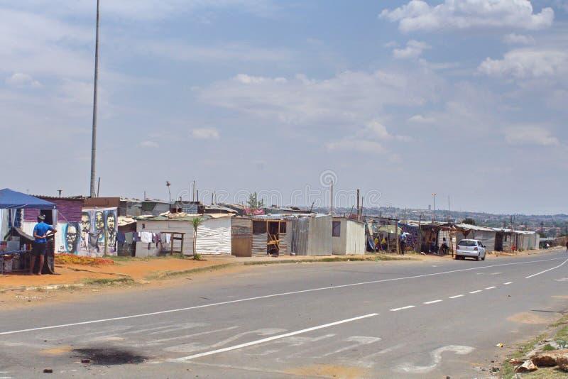 Precário em Soweto foto de stock