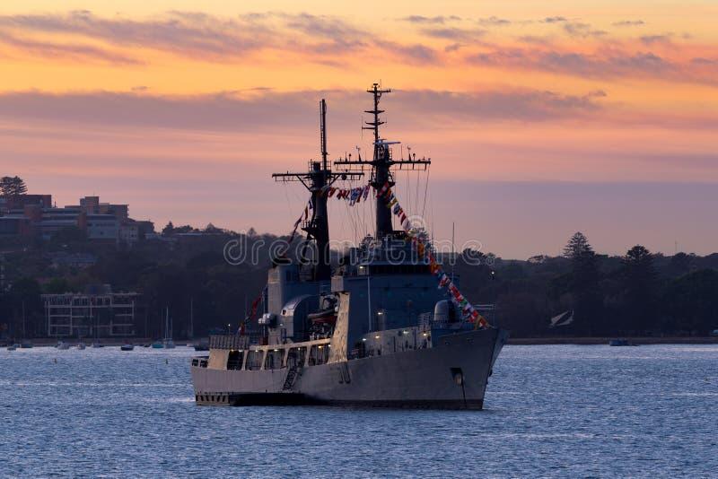 Precedente inseguimento della guardia costiera USCGC degli Stati Uniti della marina NNS della taglierina nigeriana di tuono F90,  immagine stock libera da diritti