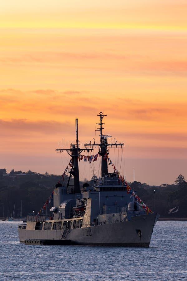 Precedente inseguimento della guardia costiera USCGC degli Stati Uniti della marina NNS della taglierina nigeriana di tuono F90,  immagini stock libere da diritti