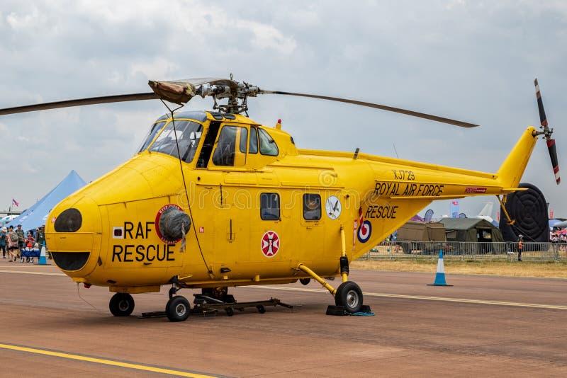 Precedente Royal Air Force britannico ( RAF) Elicottero di salvataggio di vortice di Westland WS-55 sul catrame fotografia stock