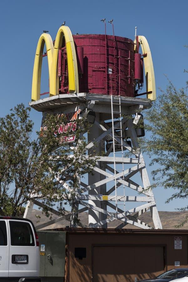 Precedente torre di acqua alla stazione California di Barstow fotografia stock