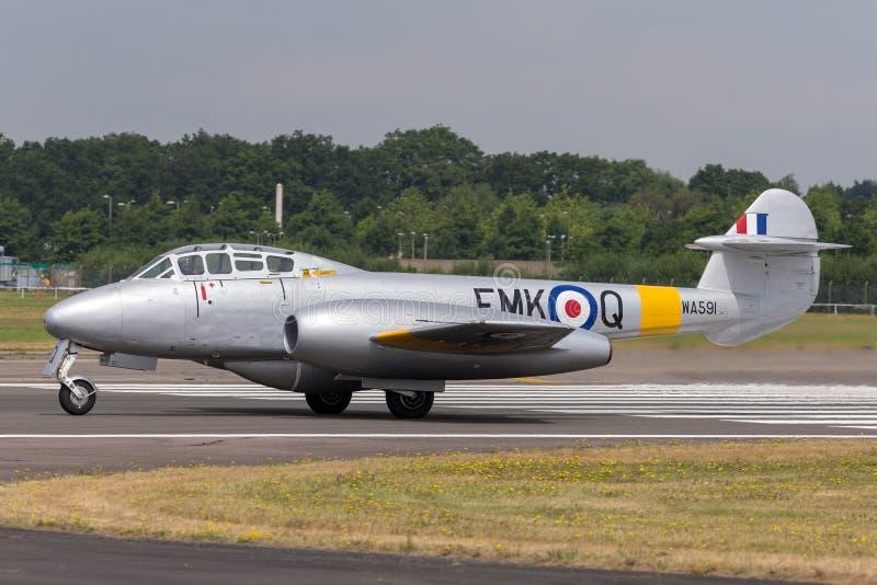 Precedente warbird d'annata G-BWMF del getto della meteora T7 di Royal Air Force Gloster immagine stock libera da diritti