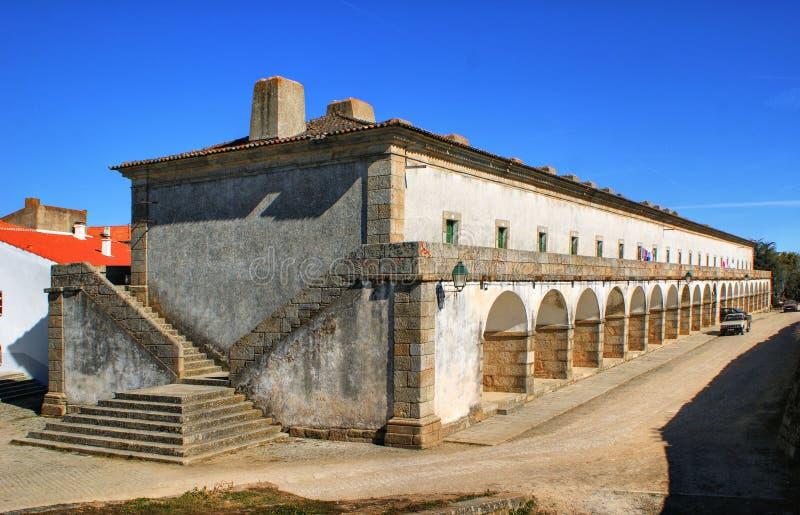 Precedenti caserme dei militari nel villaggio storico di Almeida fotografia stock libera da diritti