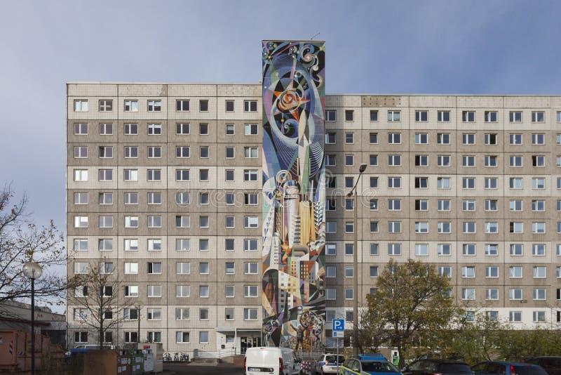 Precedenti corridoi dello studente edificio di Internat della residenza, Halle-Neustadt, Germania Murale da J Renau immagini stock
