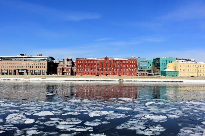 Prechistenskaya堤防看法在春天终止期间的 免版税库存照片