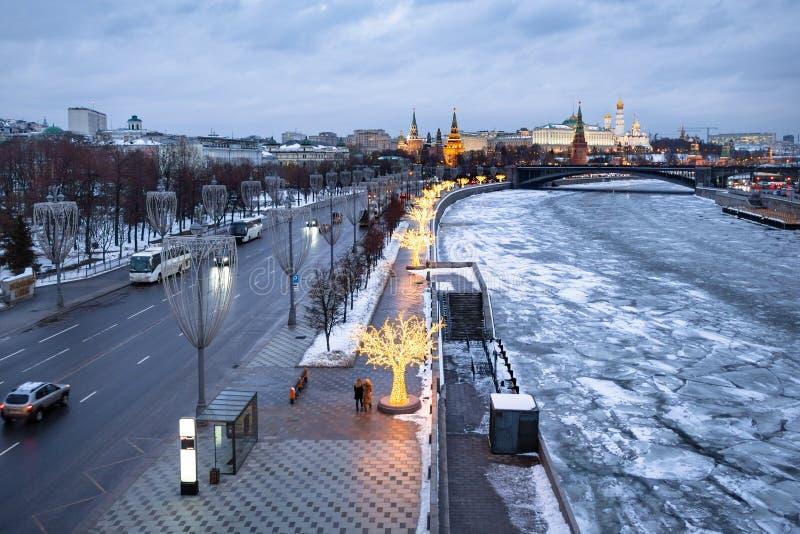 Prechistenskayadijk in Moskou in de winter royalty-vrije stock afbeeldingen