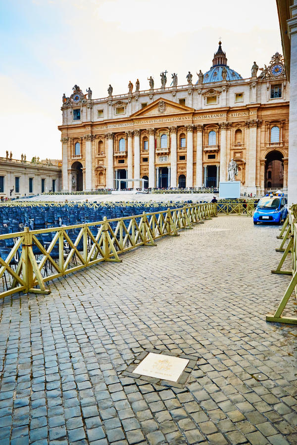 Precies duidelijke plaats op vierkant van St Peter in het Vatikaan, Rome, Italië waar de moord van Paus John Paul II gebeurde royalty-vrije stock foto