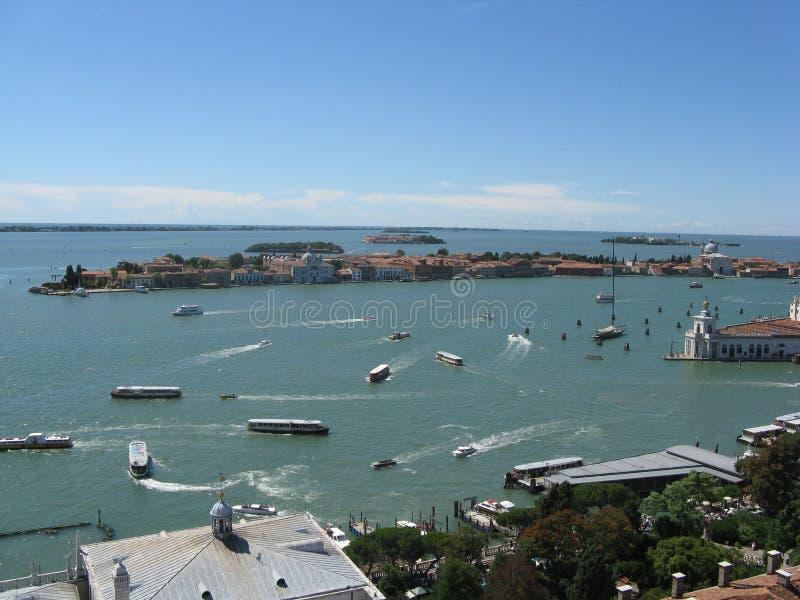 Precipitação e ilhas do barco de Venezia foto de stock