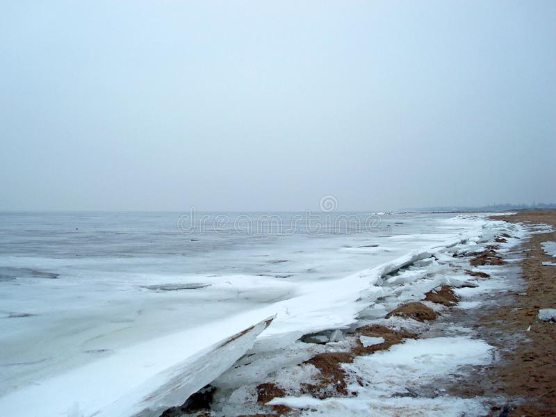 Precipitaci?n del hielo Cala congelada del mar imagen de archivo