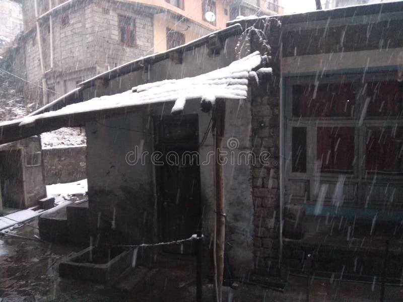 Precipitazioni nevose alle colline fotografia stock