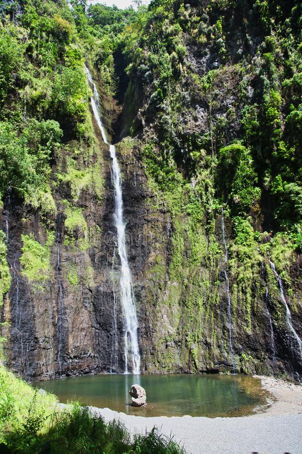 Precipiti a cascata e cadute, l'isola della Tahiti, Tahiti, Polinesia francese, vicino a Bora-Bora fotografia stock