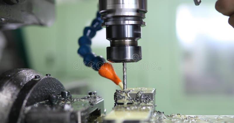 Precyzi CNC przemysłowy machining metalu szczegół młynem przy fabryką zdjęcia royalty free
