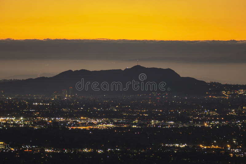 Predawn Los Angeles di Hollywood Hills fotografie stock