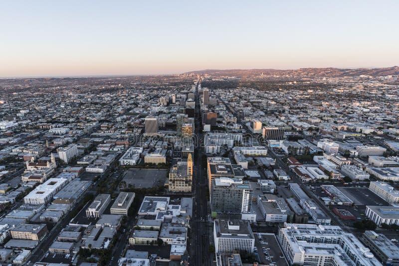 Predawn Wilshire aérien Bl Los Angeles la Californie image libre de droits
