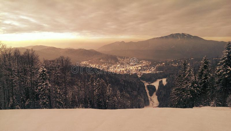 Predeal skidar semesterorten i Rumänien fotografering för bildbyråer