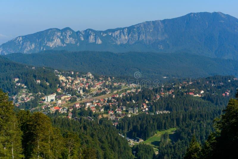 Predeal stad, ett affärsföretag varje säsong, bergsemesterort nära Brasov, Transylvania, Rumänien arkivfoton
