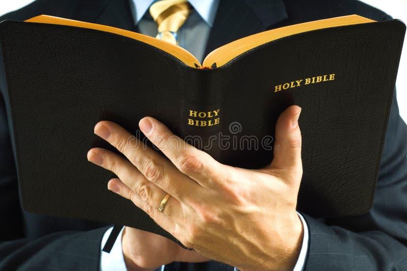 Predicatore con la bibbia fotografia stock