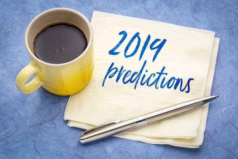 2019 predicciones mandan un SMS en una servilleta fotografía de archivo