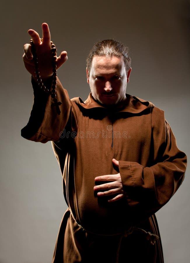 Predigender mittelalterlicher Mönch stockfotos