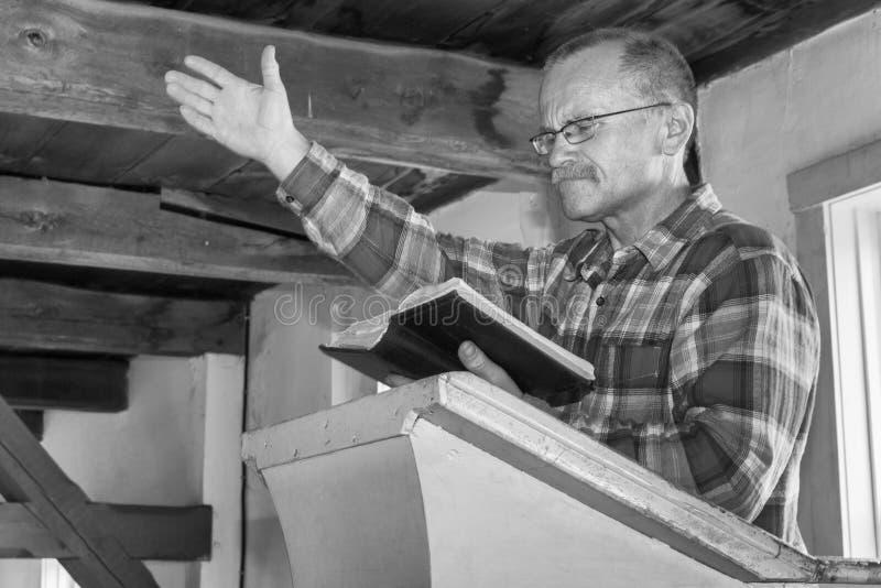 Predika för man arkivbilder