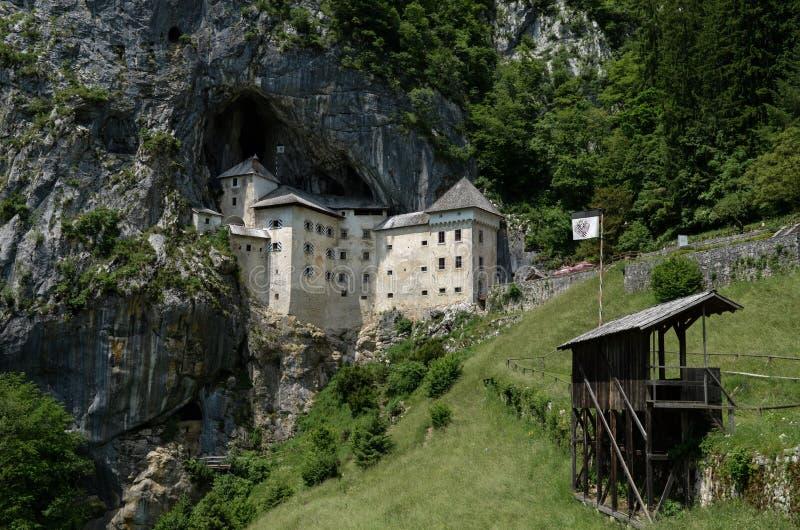 Predjama medeltida slott fotografering för bildbyråer